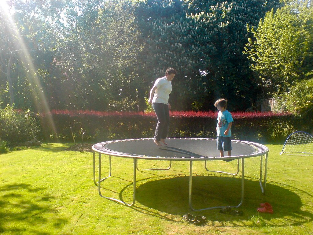 Tips bermain trampolin